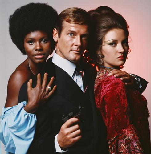 Roger Moore dans le film Live And Let Die